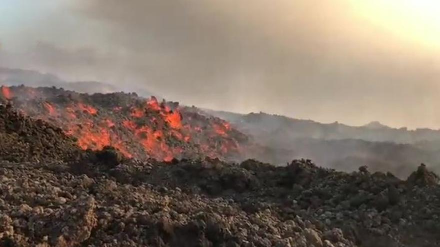 El avance de la lava del volcán obliga a evacuar a otros 300 vecinos de La Palma