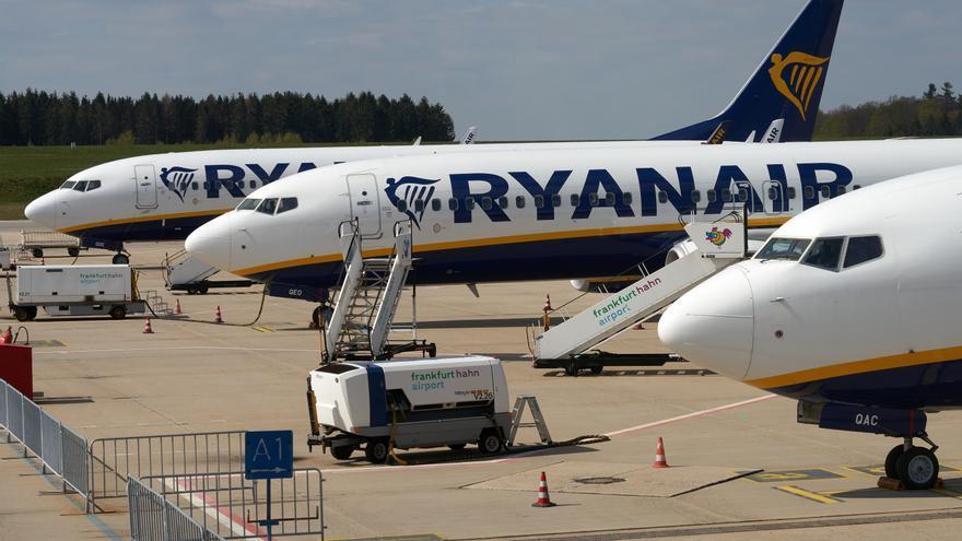 Los pasajeros de avión caen un 77,1% en febrero y los del AVE un 76,8%