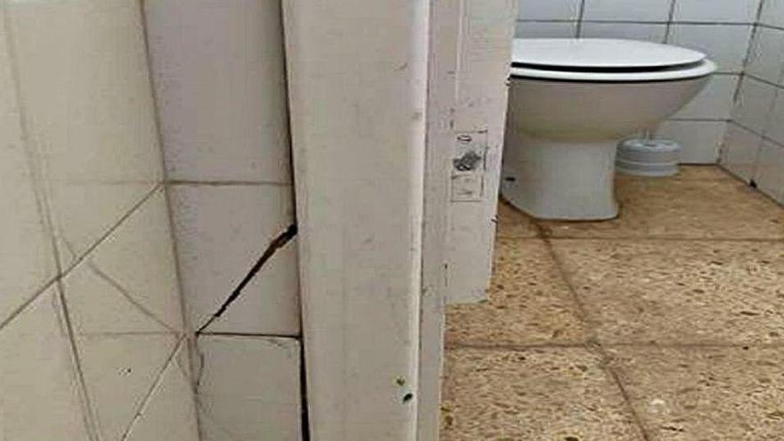 La Apima denuncia el estado insalubre de los baños del colegio Sant Jordi