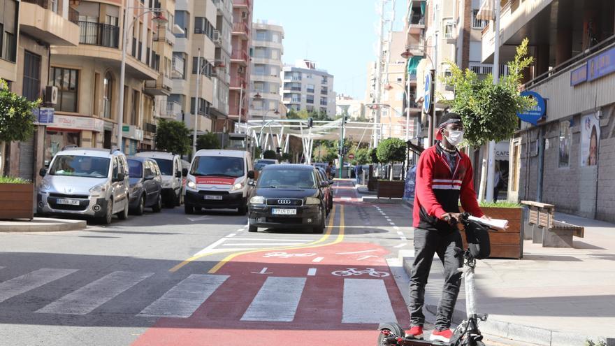Colectivos ciclistas y vecinales salen en defensa de los nuevos carriles bici tras las críticas de la oposición