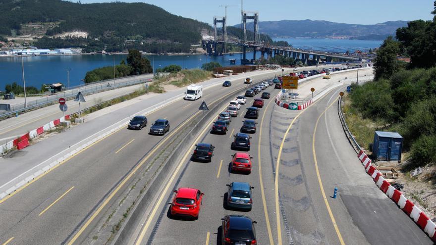 Un accidente en Rande ocasiona importantes retenciones en el tráfico