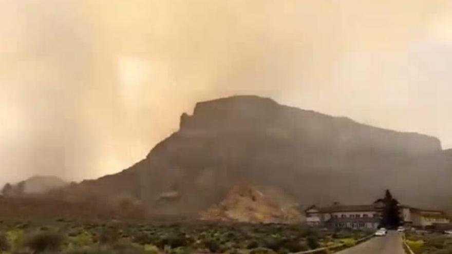El incendio de Arico entra en el Teide