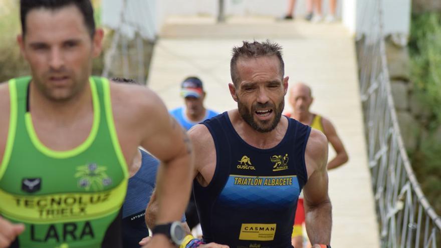 Laura Durán y Bienve Ballester ganan el Triatlón de Cieza