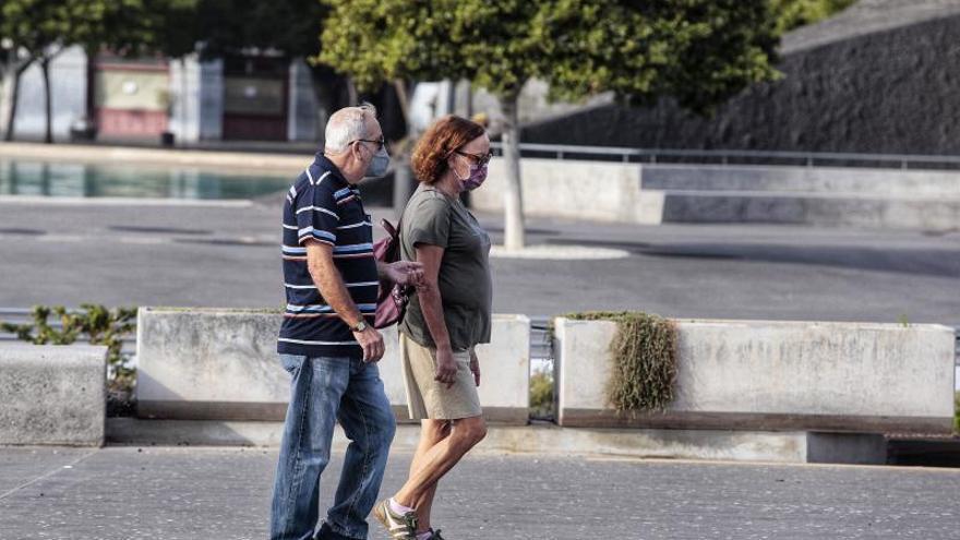 Paseos por Santa Cruz de Tenerife, en semáforo rojo como medida anti Covid 19 hasta el próximo 4 de diciembre