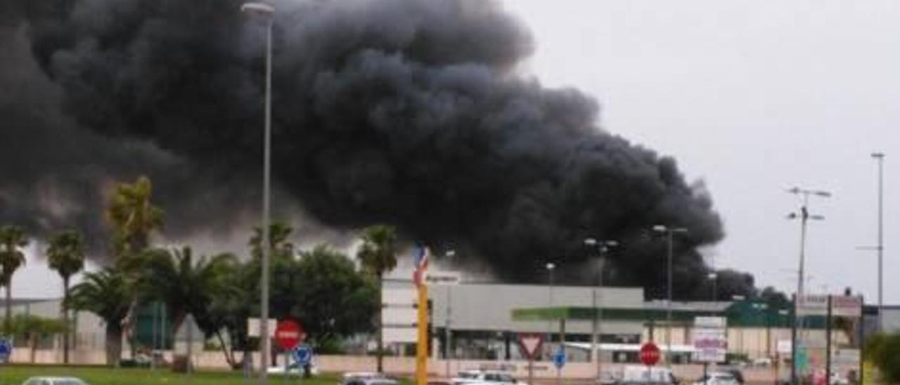El incendio provocó el desalojo de los cerca de 200 trabajadores que había en ese momento en la cooperativa. Un trabajador comentó que había intentado apagar el fuego, pero no pudo: «Era imposible, era una montaña de llamas».