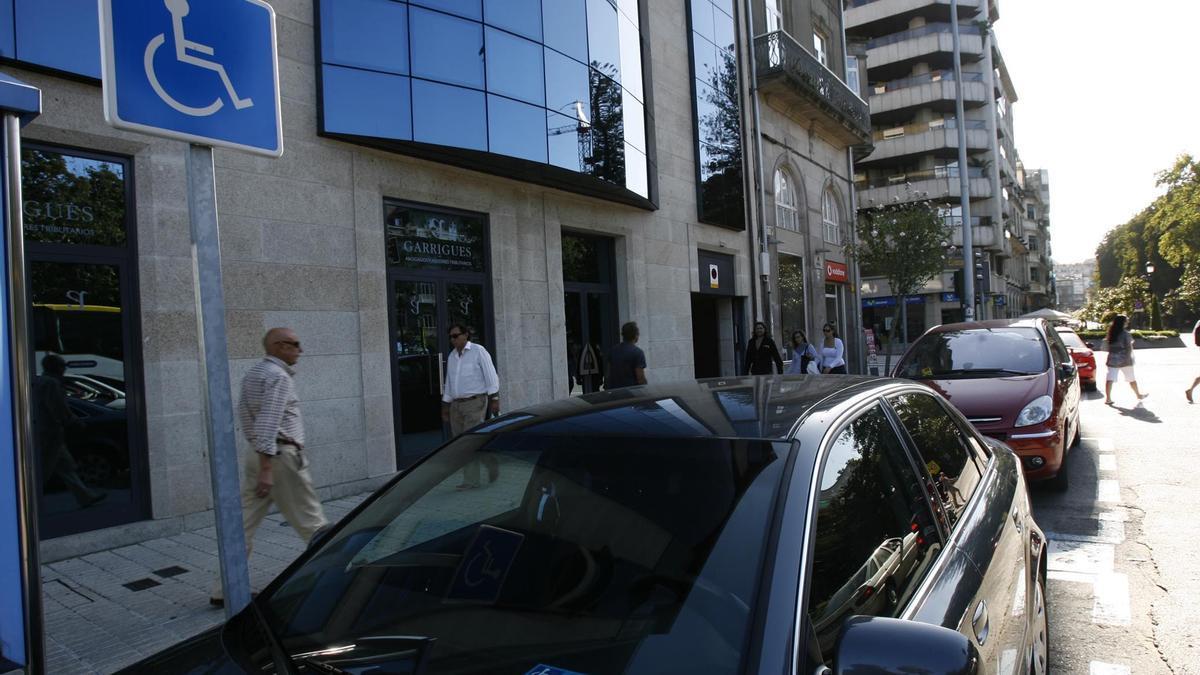Una plazas de minúsvalidos, en el centro de Vigo (archivo)