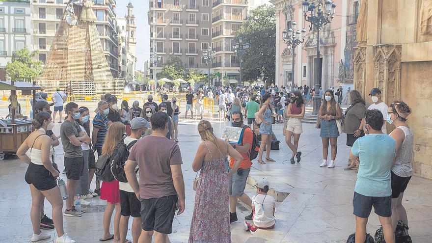 Zaragoza mira de reojo a las Fallas