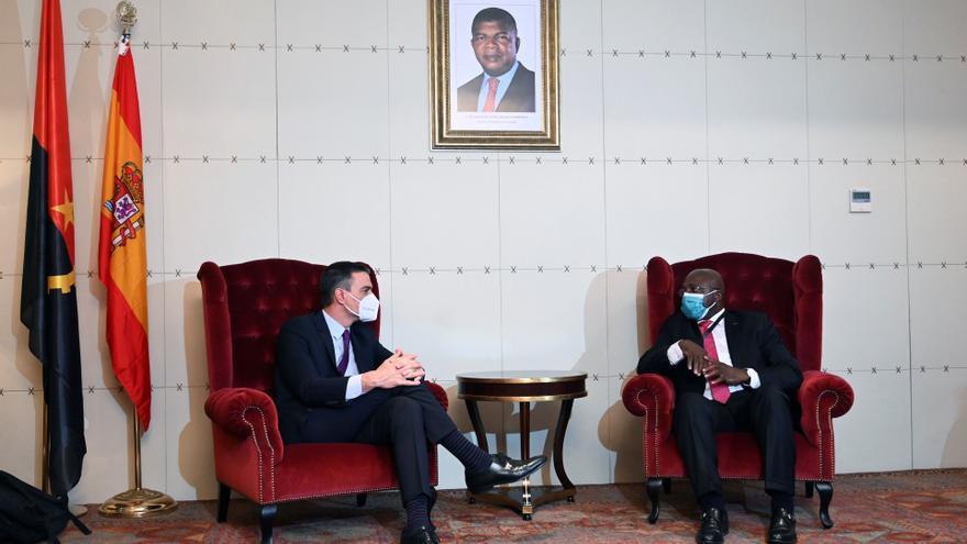Sánchez apuesta en Angola por el acceso universal a las vacunas