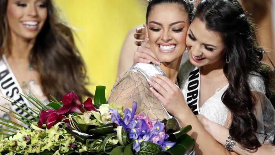 La sudafricana Nel-Peters da la quinta corona de Miss Universo a África