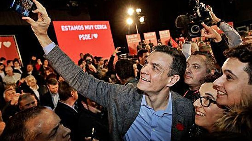 Pedro Sánchez llama a concentrar el voto para no retroceder cuarenta años