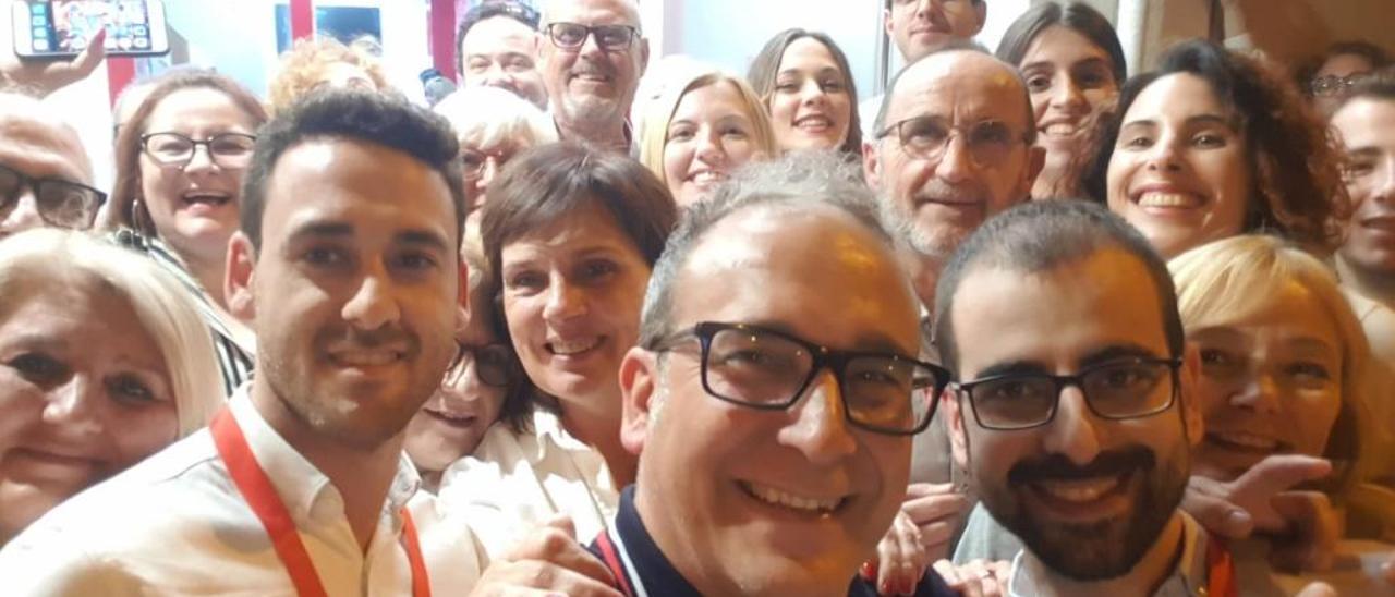 Los socialistas de Quart de Poblet celebraron una nueva mayoría absoluta con un selfie.