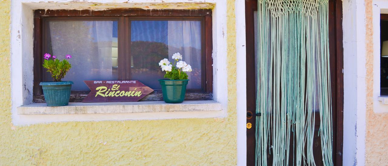 Fachada del restaurante El Rinconín de Bueres, en Bueres (Caso)