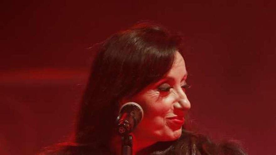 Luz Casal, con la Orquesta de Cateura