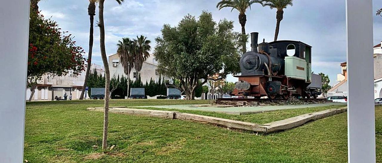 La locomotora del Montepío, en el fotocall montado para que los turistas se fotografíen junto a ella.