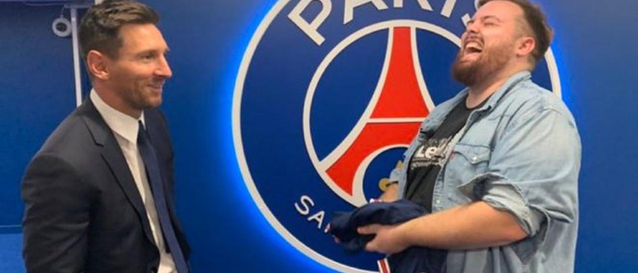 Leo Messi e Ibai Llanos en las instalaciones del PSG.