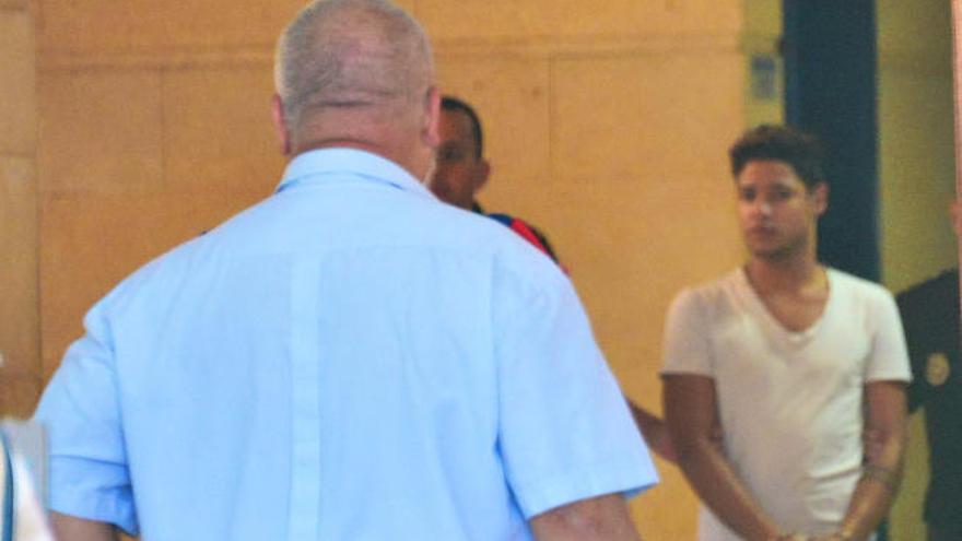 El asesino confeso de Luis Sport calla ante el juez