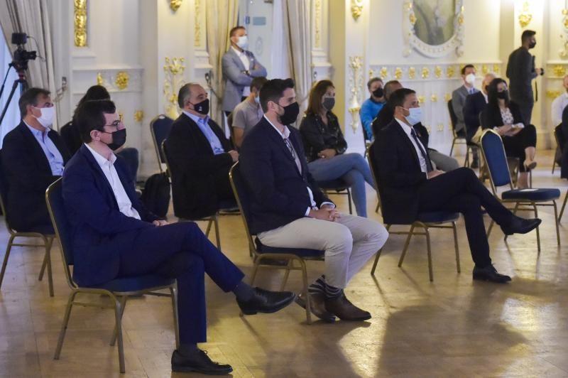 Conferencia de Héctor Suárez