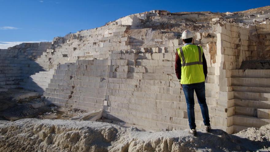 La Diputación apostará por el mármol de la provincia en el mobiliario urbano