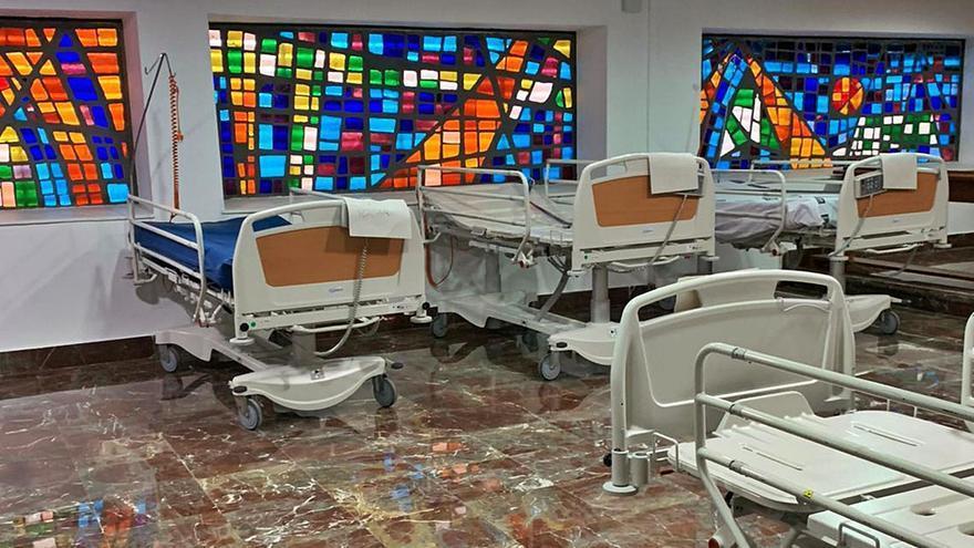 El Hospital de Elche pone camas en la capilla y el de Orihuela convierte quirófanos en UCI