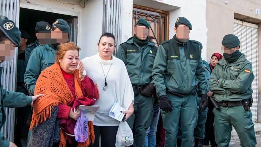 Desnonada amb 65 anys, un fill i dos néts per un deute del seu exmarit