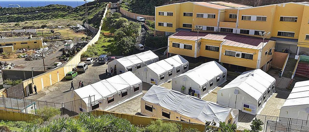 Inmigrantes en el antiguo colegio León, en El Lasso, en Las Palmas de Gran Canaria.