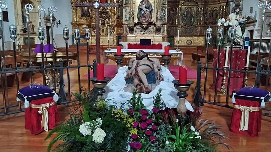 Semana Santa en Zamora | Un Yacente íntimo, con los hermanos, en San Andrés
