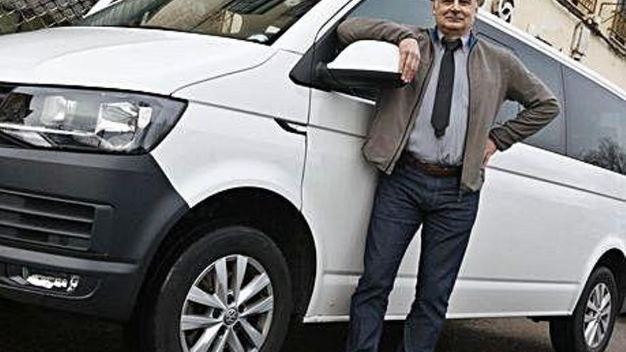 Luis Díaz, el taxista de Moraleja del Vino que posee la única licencia VTC en Zamora.