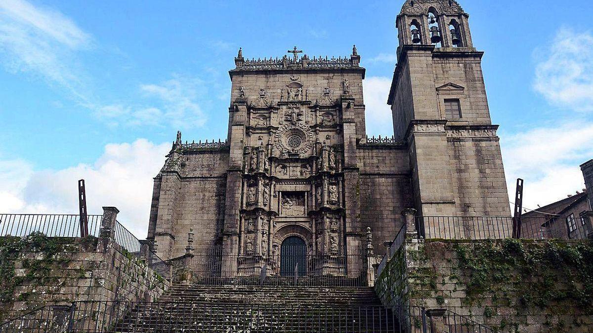 Vista de la fachada de la basílica de Santa María.