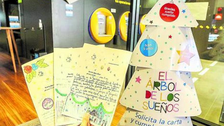 El «Árbol de los Sueños» de CaixaBank dará regalos a 25.000 niños y niñas en situación de pobreza