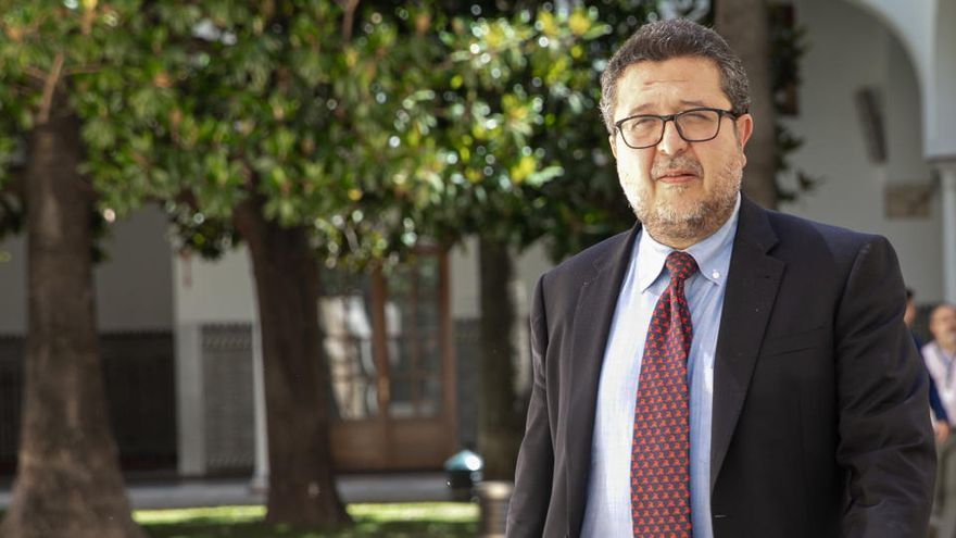 Francisco Serrano deja Vox y carga contra la dirección nacional del partido