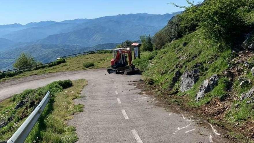 La limpieza de la carretera permite la reapertura de la subida al Angliru