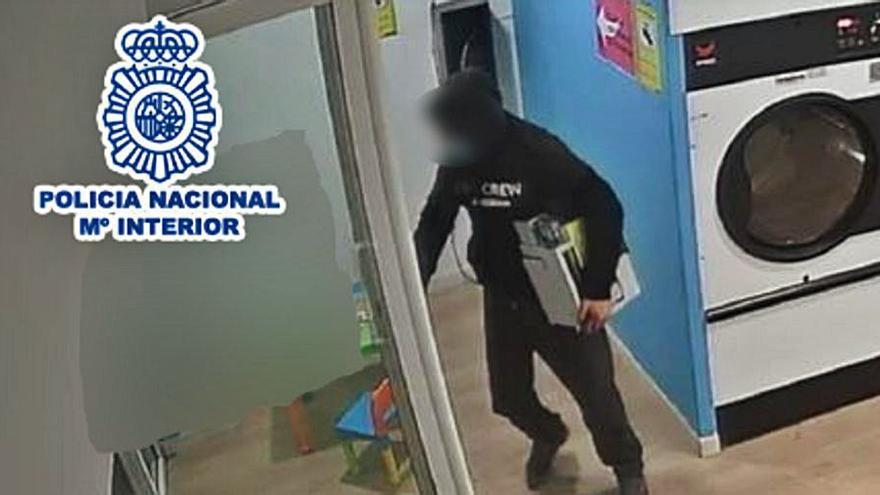 Detienen a una pareja que robaba en lavanderías de autoservicio en Alicante
