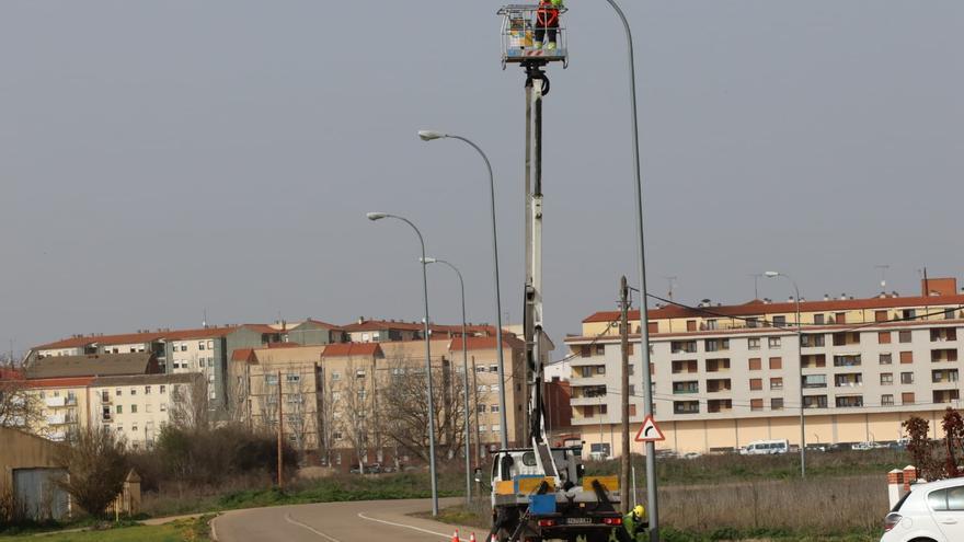 Benavente continúa con el proceso de renovación de luminarias