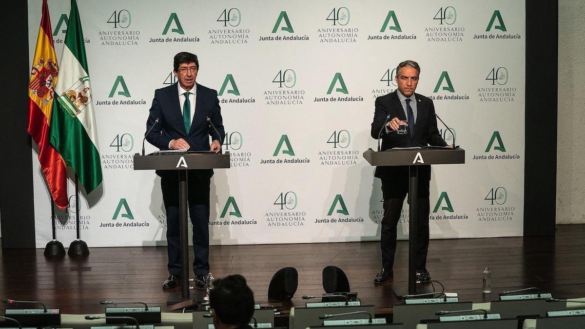 Juan Marín y Elías Bendodo, ayer tras el Consejo de Gobierno.