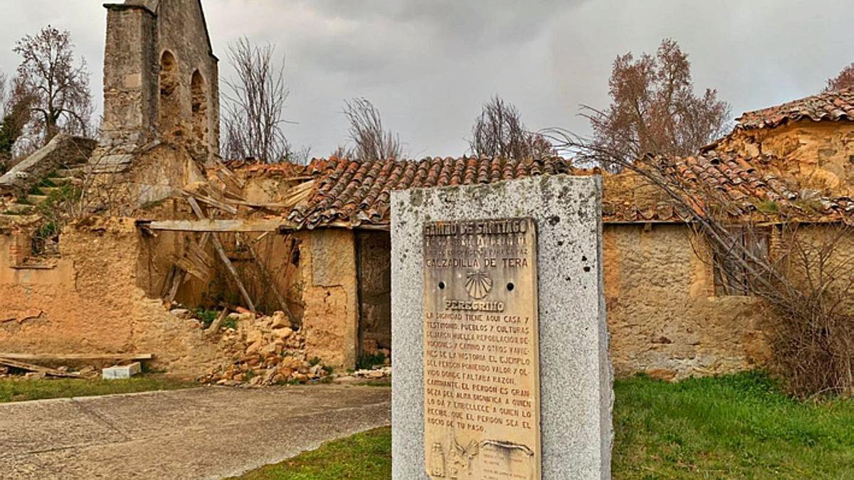 Ruinas de la iglesia de Calzadilla de Tera.   A. A. Monasterio Santa Marta