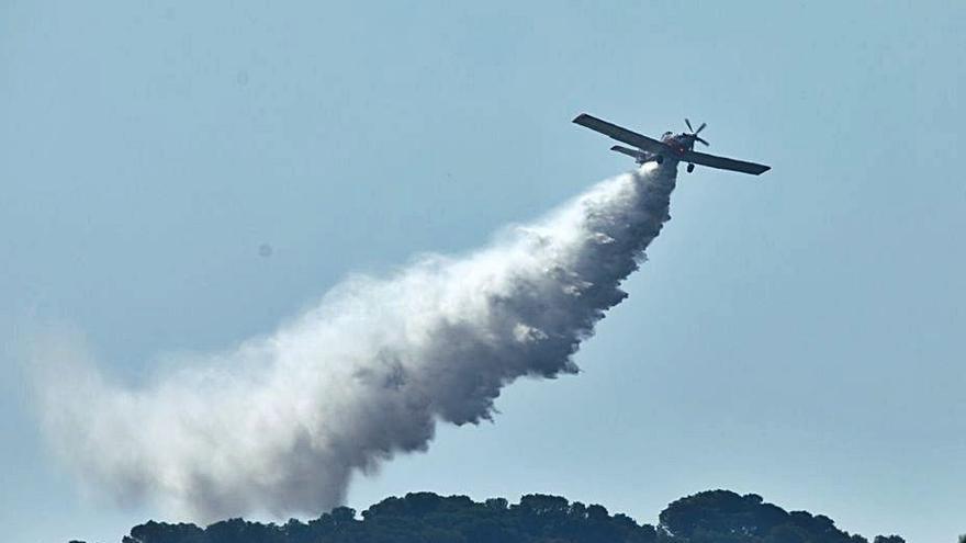 Els Bombers estabilitzen l'incendi del Montgrí, que crema 100 hectàrees