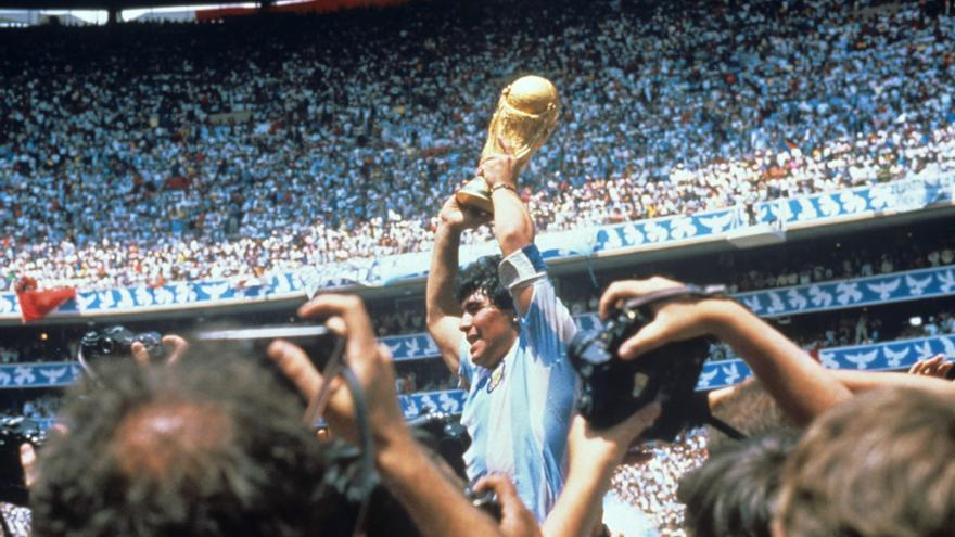 Se filtran fotografías del cuerpo sin vida de Maradona