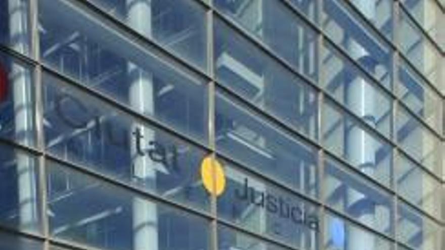 Condenado a pagar 3.000 € a su exmujer por ocultarle su homosexualidad