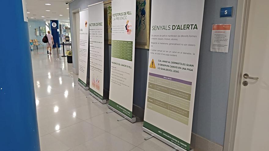 L'Hospital de Figueres acull l'exposició itinerant sobre la prevenció solar i el càncer de pell de l'AECC