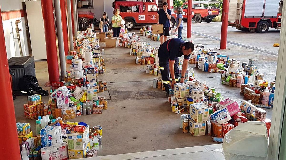 El Consorcio de Bomberos de Córdoba hizo un reparto de alimentos para familias de la provincia. | A.J. GONZÁLEZ
