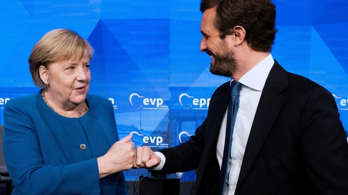 Casado saluda a Merkel en la cumbre del PPE.