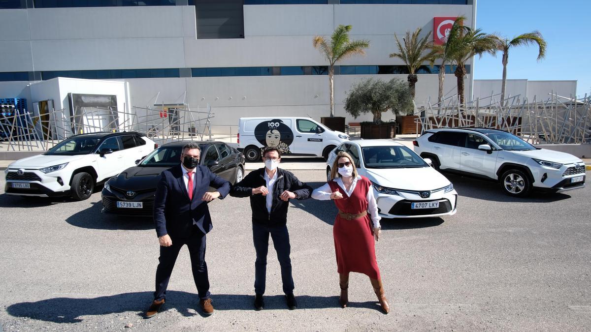 Entrega de vehículos en la sede de la empresa de Carmencita.
