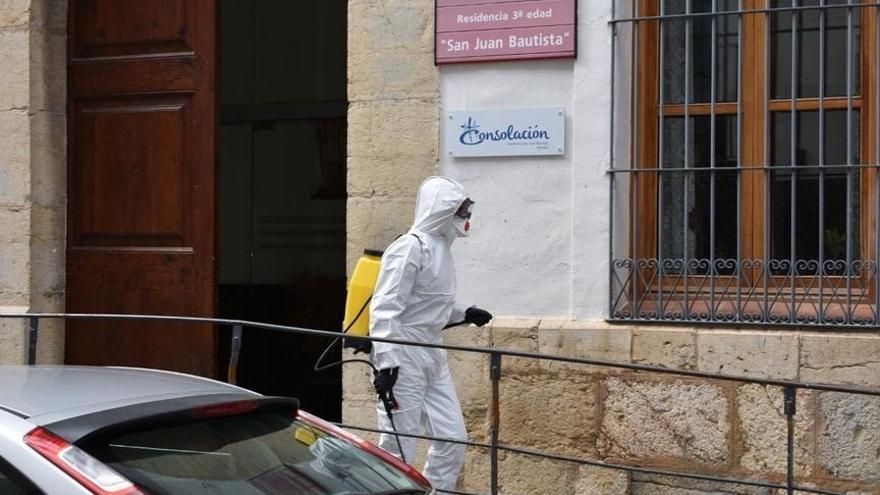 La UME desinfecta la residencia de Morella tras fallecer una persona por coronavirus