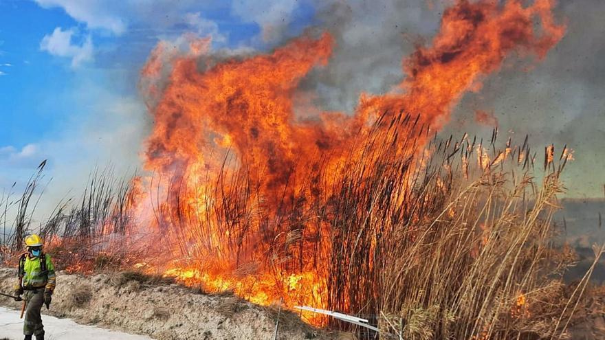 Los incendios forestales rematan un mes de locura meteorológica
