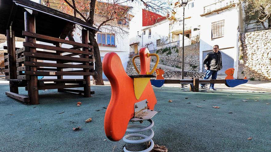 El envejecimiento se acelera en la provincia de Alicante con 19 municipios sin ningún nacimiento en un año