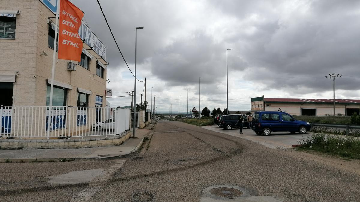 Empresas asentadas en uno de los accesos a la zona industrial