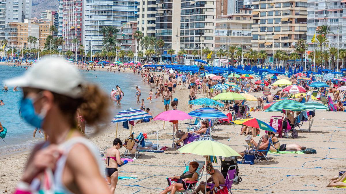 Consulta aquí el estado del aforo de las playas de Benidorm. DAVID REVENGA