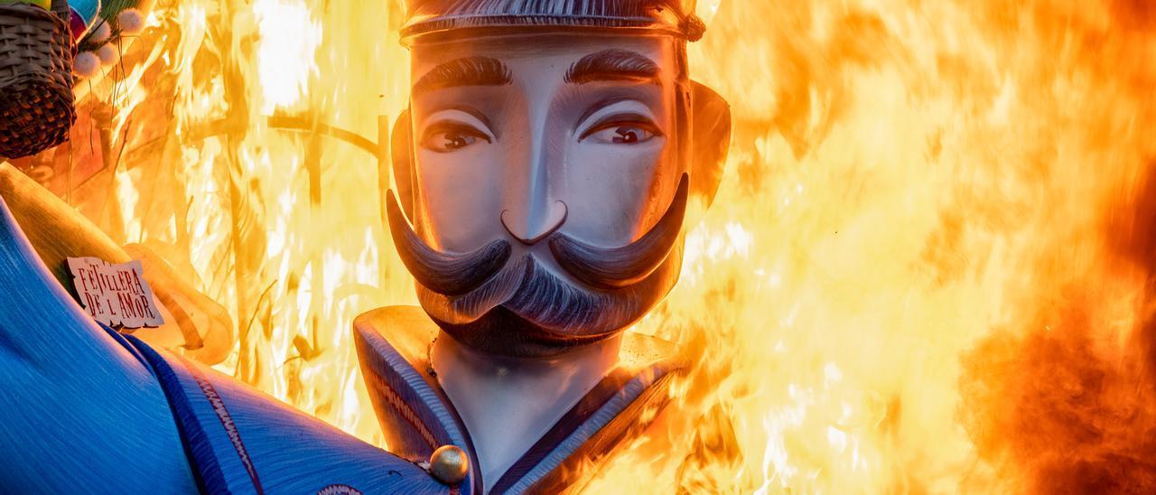 València crema per fi les Falles de la pandèmia