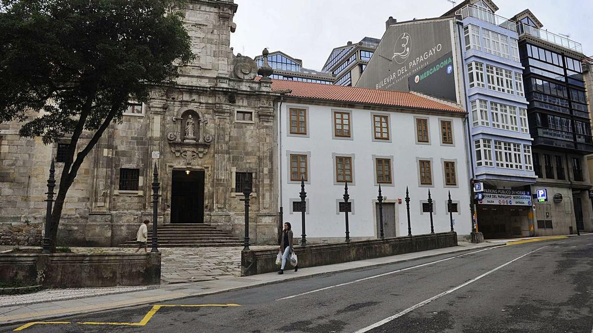 Tramo de la calle Panaderas a la altura de la iglesia de las Capuchinas.