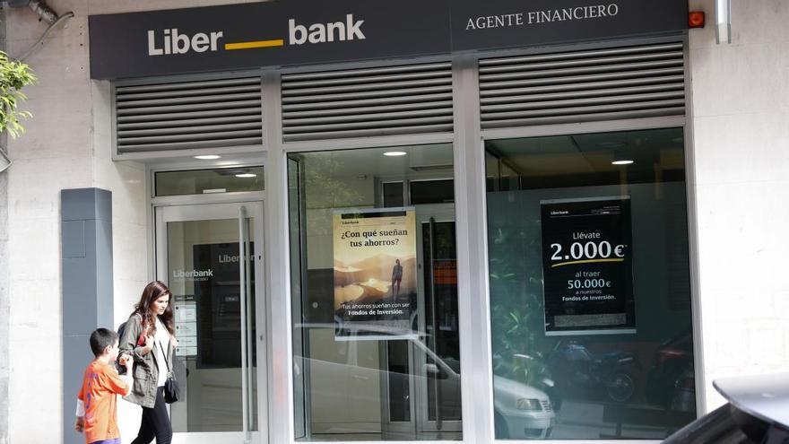 Cajastur será el segundo accionista si cuaja la fusión de Liberbank y Unicaja